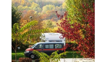 Bilderbuch-Camping im Herbst
